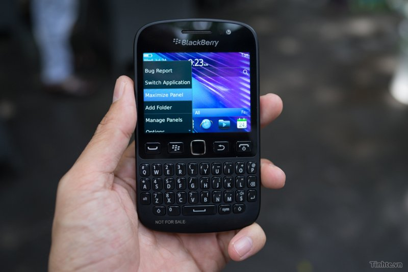 Blackberry 9720 is it a curve or bold