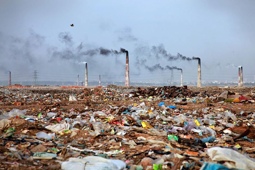 20-shocking-photos-of-humans-slowly-destroying-planet-earth-17.
