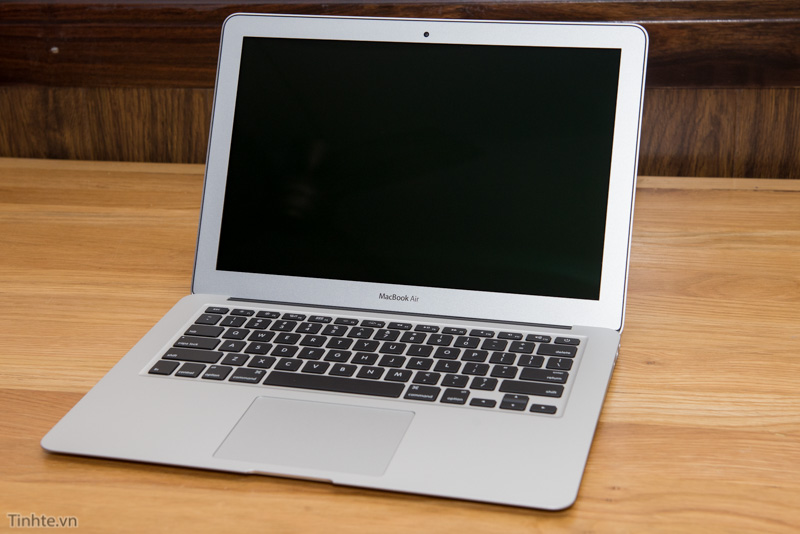 Đang tải MacBook_Air_2015.jpg…