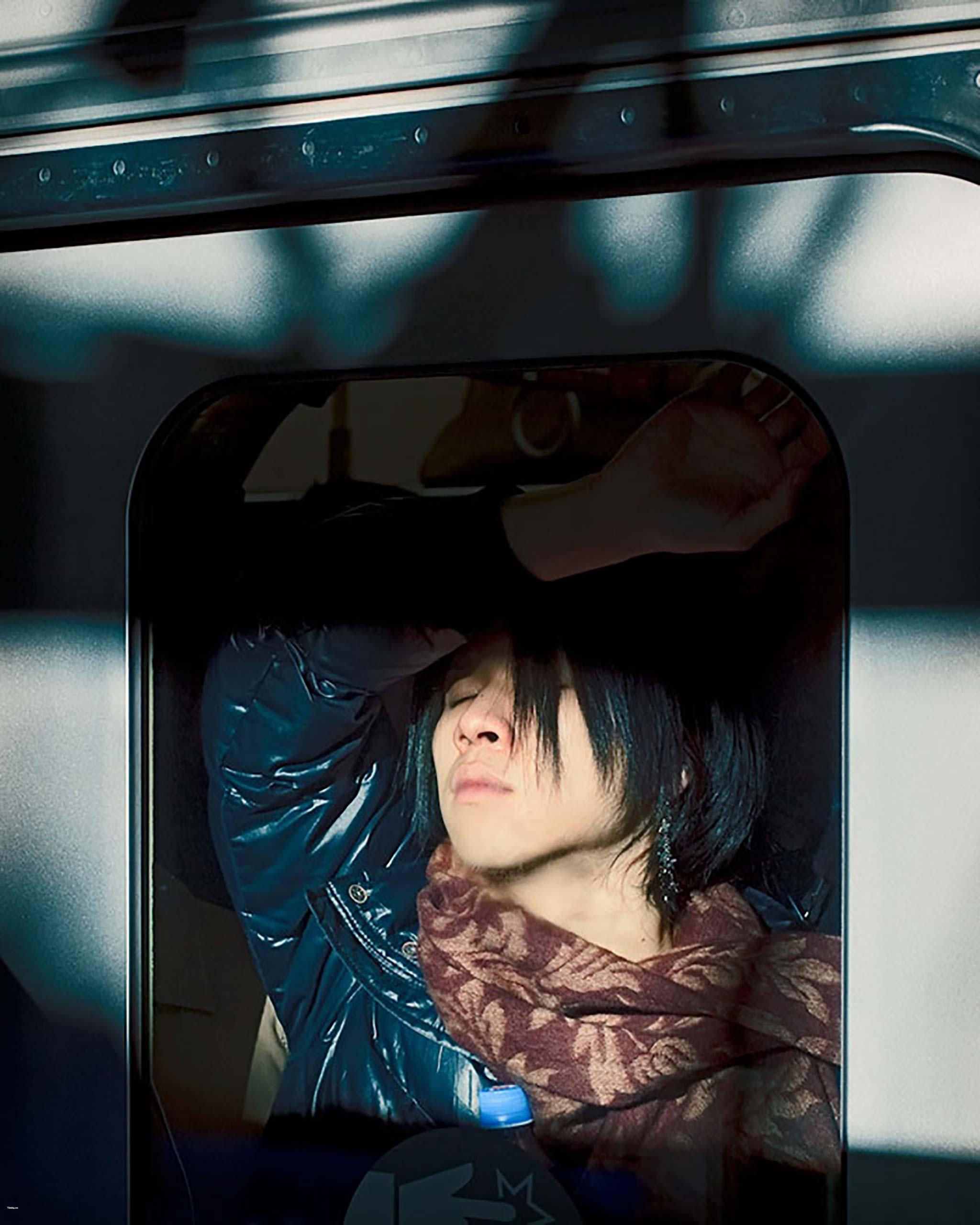 Đang tải rush_hour_tokyo_commuters_by_michael_wolf_camera.tinhte.vn-11.jpg…