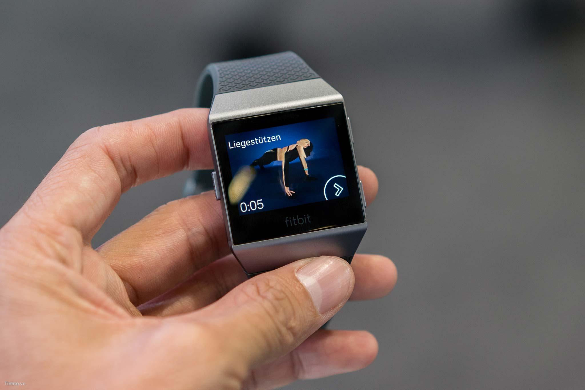 Đang tải Fitbit-ionic-18.jpg…